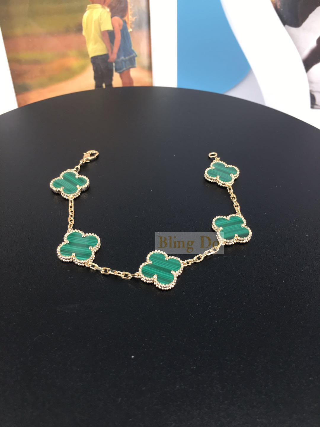 VCA Vintage Alhambra in 18K Yellow gold 5 motifs Malachite bracelet