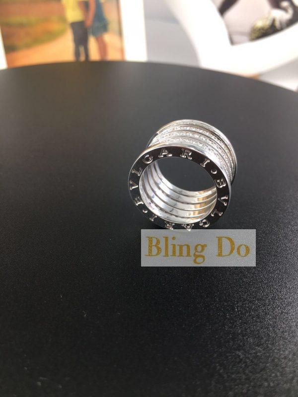 Bvlgari B.zero1 XXth Anniversary five-band ring in 18 kt white gold, set with pavé diamonds (1.42 ct) on the spiral