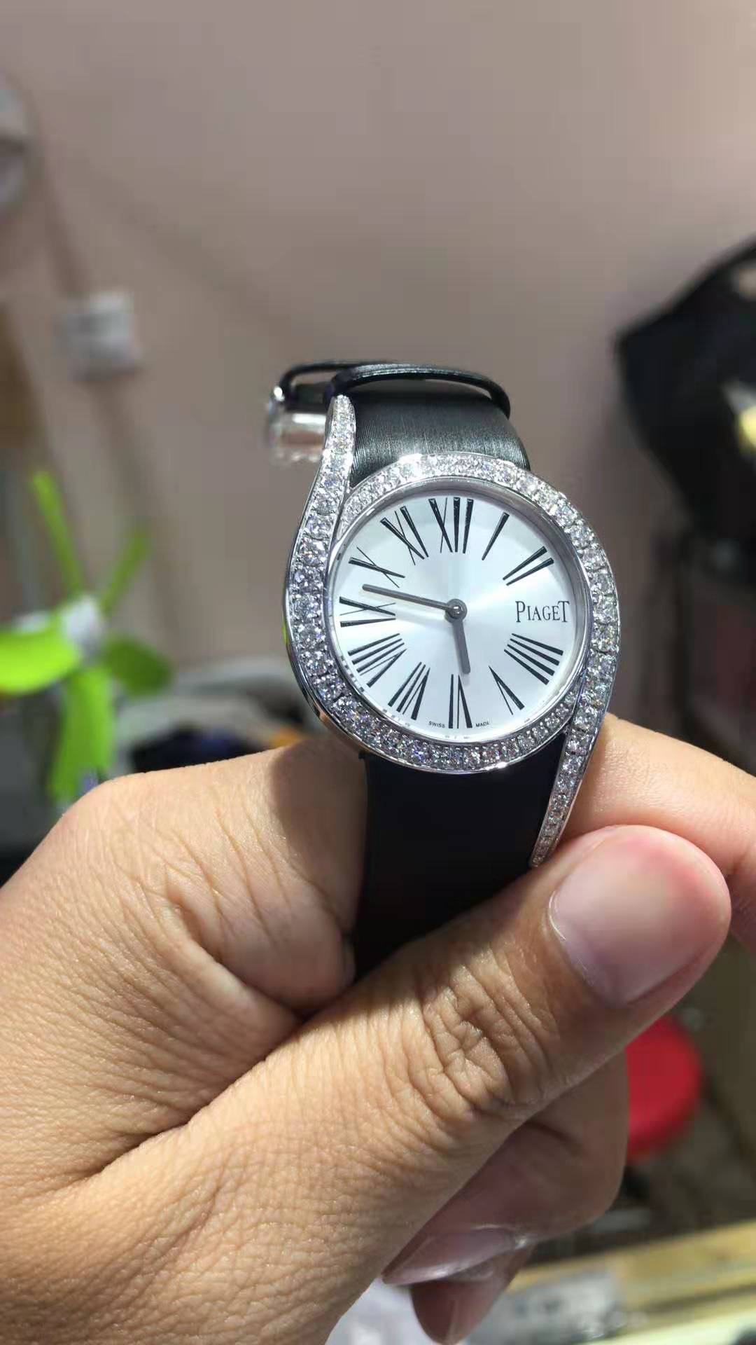 Piaget LIMELIGHT GALA WATCH 32 mm Case in 18K white gold set with 62 brilliant-cut diamonds